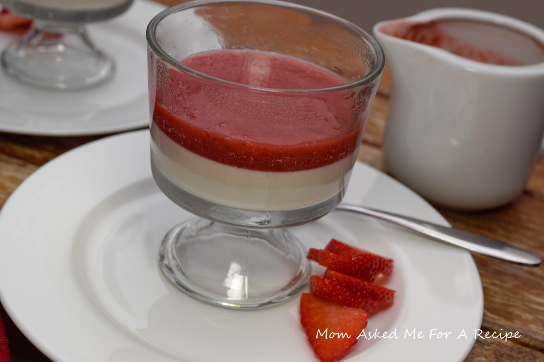 panna-cota-with-strawberry-sauce